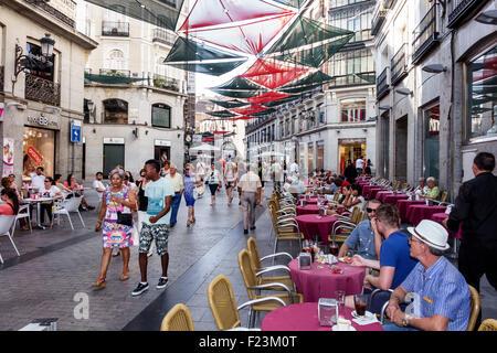 Europe Espagne Madrid Espagnol Centro Plaza de la Puerta del Sol Calle del Carmen restaurant table de salle à manger Banque D'Images