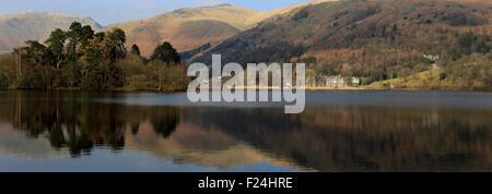 L'été, Heron Pike est tombé reflète dans Grasmere, Parc National de Lake District, Cumbria, England, UK
