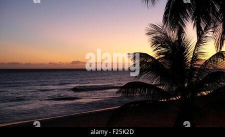 Dover Beach Barbados Coucher de soleil depuis l'hôtel Balcony Banque D'Images