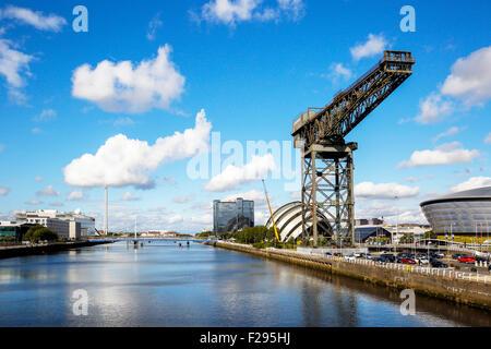Vue ouest sur la rivière Clyde avec District Anderston à droite et à gauche du District de Govan, Glasgow, Écosse, Banque D'Images