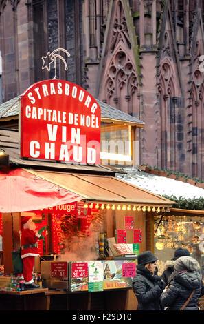 Vin chaud de Noël, wc séparés. Europe's best Marché de Noël 2014. Strasbourg. Bas-Rhin. L'Alsace. France Banque D'Images