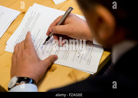 Cérémonie de signature de documents de base de Novum groupe européen de coopération territoriale en haut de la montagne Banque D'Images