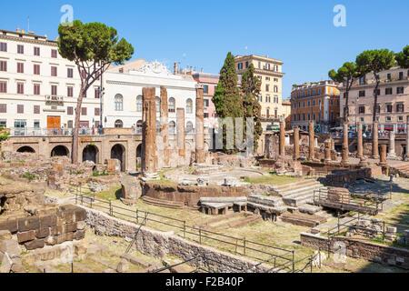 Ruines de quatre théâtres romains dans le Largo di Torre Argentina un carré à Rome Italie Roma Lazio eu Europe Banque D'Images