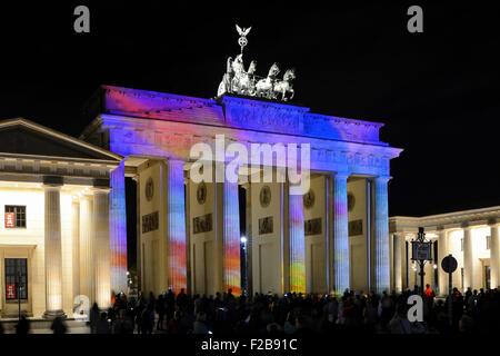 Lumineuse colorée Porte de Brandebourg au crépuscule pendant la Fête des Lumières, Mitte, Berlin, Berlin, Germany, Banque D'Images