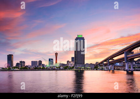 Kobe, Japon skyline au port. Banque D'Images