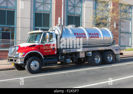 Une vidange de fosses septiques Nask Frank chariot prend un arrêt de service dans la région de White Plains, New Banque D'Images