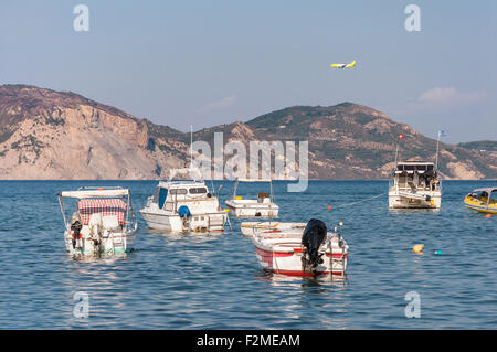 Bateaux dans la baie de Laganas, sur l'île de Zakynthos, Grèce Banque D'Images