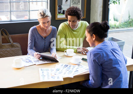 Business people using digital tablet in office meeting Banque D'Images