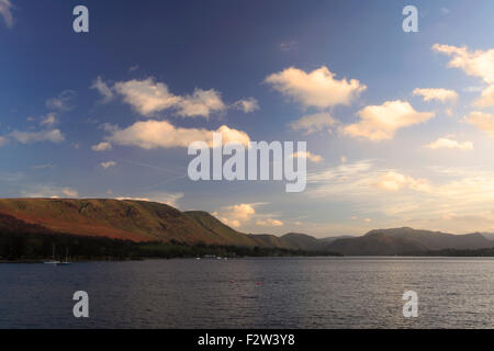 Coucher de soleil sur Ullswater, Pooley Bridge village, Parc National de Lake district, comté de Cumbria, Angleterre, Banque D'Images