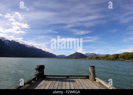 Vue sur le Lac Wakatipu à partir d'un quai en bois à Glenorchy, Nouvelle-Zélande Banque D'Images