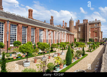 La partie inférieure du jardin et de la terrasse de l'Orangerie, le Palais de Hampton Court, Greater London, England, Banque D'Images