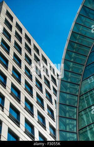 Architecture moderne, East Winter Garden (à droite) et Northern Trust (à gauche) Canary Wharf Londres UK