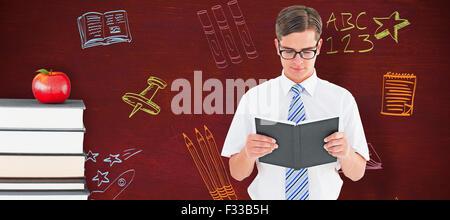 Image composite de l'homme geek lecture de livre Banque D'Images