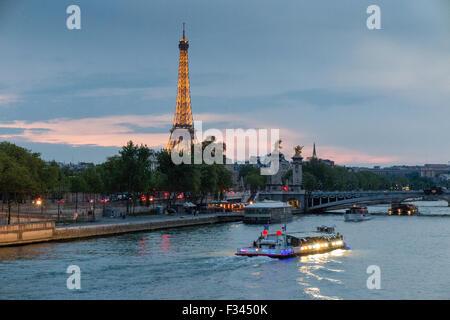 La Tour Eiffel et de la Seine, Paris, France Banque D'Images