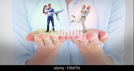 Image composite de l'homme en soulevant sa petite amie Banque D'Images