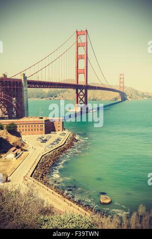 Vieux film retro style Golden Gate Bridge à San Francisco, l'effet vignette, USA. Banque D'Images