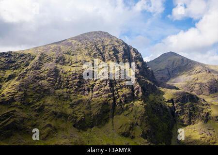 Vue sur la montagne et Beenkeragh Carrauntoohil de Cnoc na Toinne MacGillycuddy Reeks en montagnes. Le comté de Banque D'Images