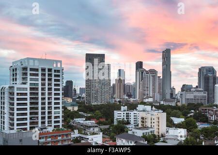Bangkok skyline moderne autour du quartier des affaires Silom/Sathorn, qui contient un bon nombre d'hôtels de luxe et les tours de bureaux, dans