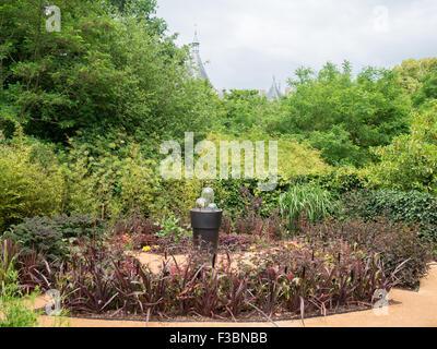 Jardin de plantes sombres à l'installation le Festival International des Jardins 2015 au domaine de Chaumont-sur-Loire