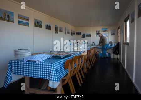 L'intérieur de la cabane des tireurs tétras sur Burley Moor dans le Yorkshire, la préparation de l'après fête de la tige