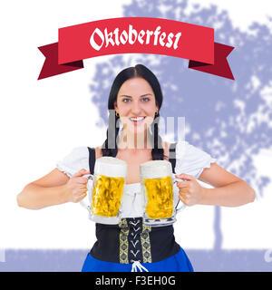 Image composite de jolie fille de la bière Oktoberfest holding chopes Banque D'Images