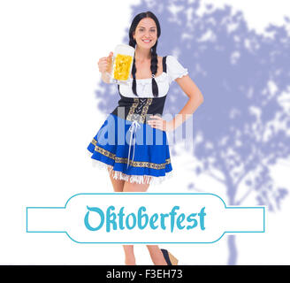 Image composite de pretty girl holding oktoberfest beer tankard Banque D'Images