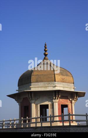 Vue latérale du fort d'Agra construit au 16ème siècle par l'empereur moghol rivière Yamuna Agra Uttar Pradesh Banque D'Images