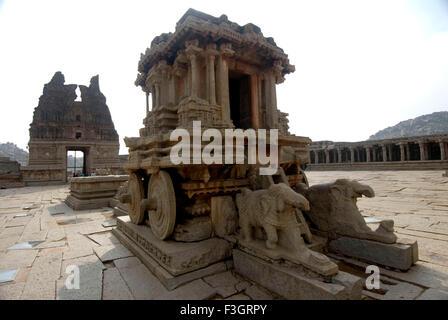 Pierre ouvragée char de cour de Vithala temple de Hampi Karnataka; Inde; Banque D'Images