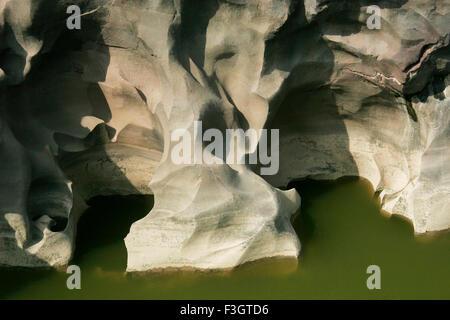 Les formations naturelles résumé en raison de l'érosion sur des pierres , rivière , nighoj ghod , road , 123542 Banque D'Images