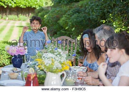 Repas en famille, à l'extérieur Banque D'Images