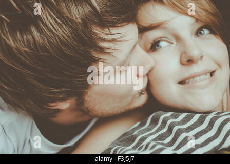 Cute young couple kissing, selfies Banque D'Images