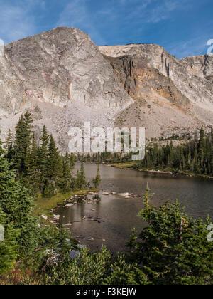 Lake Marie, Snowy Range, Medicine Bow Mountains, dans le Wyoming. Banque D'Images