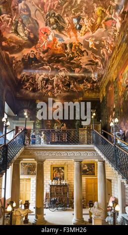 L'enfer escalier avec plafond peint par Antonio Verrio, Burghley House, près de Stamford, Lincolnshire, Angleterre, Banque D'Images