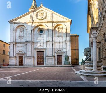 La cathédrale antique à la place principale de la ville de Pienza, Toscane Banque D'Images