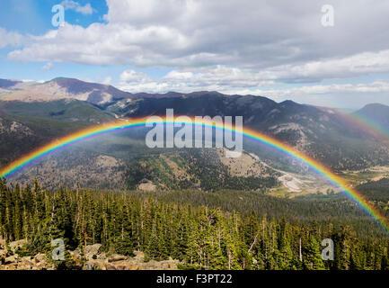 Arc-en-ciel; dynamique; complet; Courbe Arc-en-ciel; Rocky Mountain National Park, Colorado, USA
