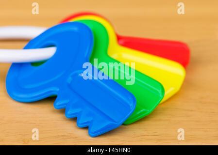 Un gros plan de quatre touches colorées jouet pour enfants. Banque D'Images