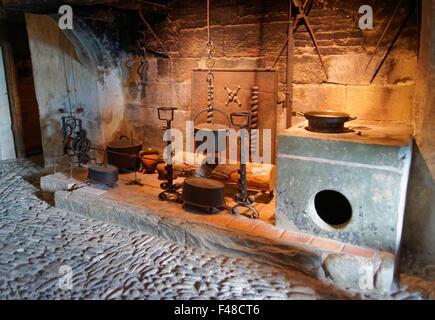 Gruyère, SUISSE - 31 décembre 2014: Exposition d'ustensiles de cuisine qui s'est tenue au château de Gruyères en Banque D'Images