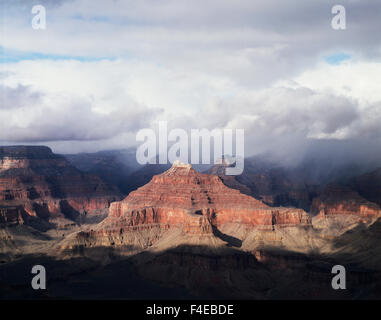 Le Parc National du Grand Canyon, une tempête sur les formations de grès dans le Grand Canyon. Tailles disponibles Banque D'Images