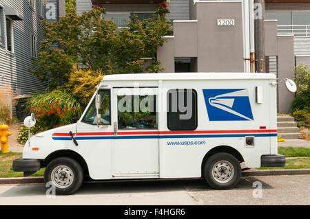 Un Service postal des États-Unis van dans West Seattle. Banque D'Images
