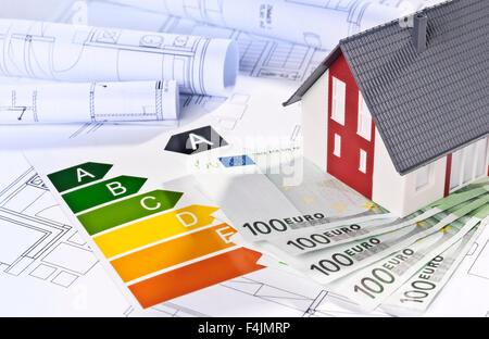 Modèle architectural, plans architecturaux, labels d'efficacité énergétique et de l'argent. Banque D'Images