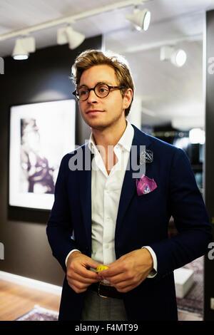 Designer beau réfléchie dans l'habillement d'exposition permanent Banque D'Images