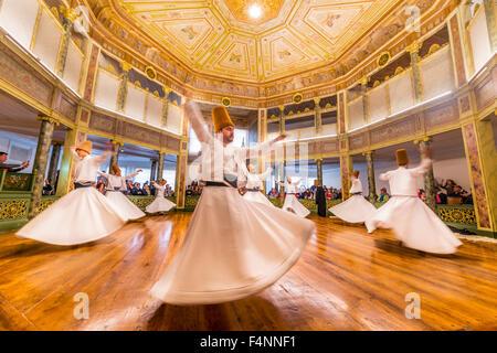 Derviches tourneurs de l'ordre Mevlevi soufie, Sema-Zerimonie, danse derviche, Sema, Mevlevihanesi Müzesi, Istanbul, Turquie