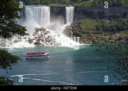 Croisière de Hornblower Niagara Falls Banque D'Images
