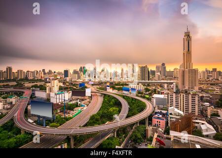 Bangkok, Thaïlande paysage urbain avec les autoroutes. Banque D'Images