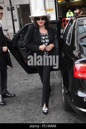 Joan Collins vu à la BBC à Londres, 2013 Banque D'Images
