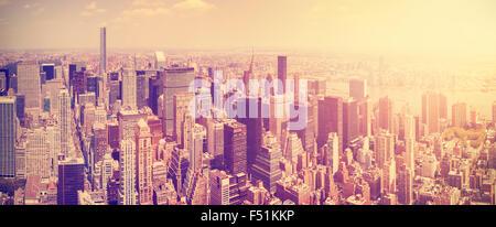 Tons Vintage Manhattan skyline at sunset, New York City, USA. Banque D'Images