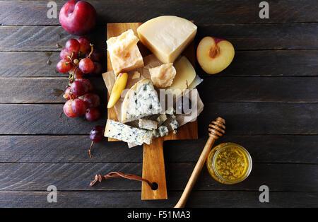 Composition fromage sombre, vue du dessus Banque D'Images