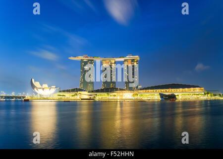 Beau lever de soleil à Marina Bay à Singapour Banque D'Images
