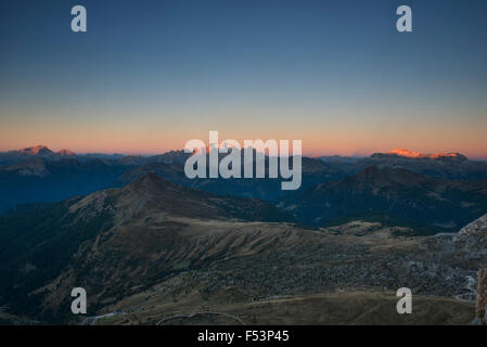 Marmolada, le plus haut sommet de l'Italie, au lever du soleil, extraite du Nuvolau dans les Dolomites