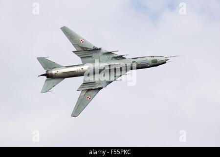 Armée de l'Air polonaise Sukhoi Su-22 survol avion Bombardier à la journée portes ouvertes de l'Armée de l'air néerlandaise.